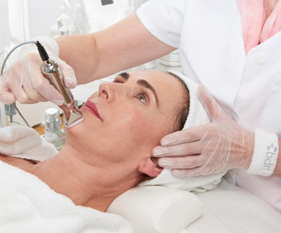 4D facial treatment